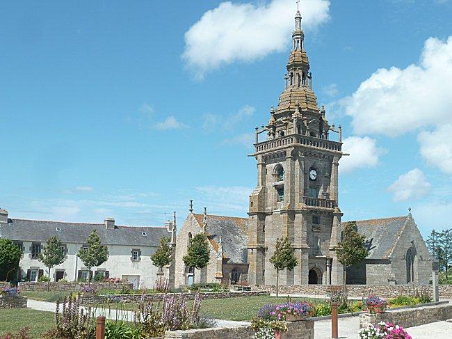 église Saint Pol Aurélien à Lampaul Ploudalmezeau