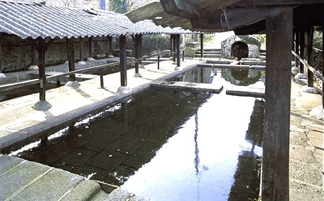 The sheltered Big Lavoir