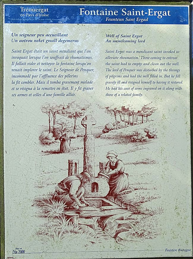 Cette pierre représente un écu divisé en deux parties : à gauche un cor de chasse appelé grêlier symbolise la famille des Kerguz, seigneurs de Penquer.